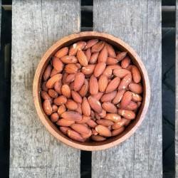 Gebrande amandelen Gebrande amandelen met vlies ongezouten Verse gezonde noten
