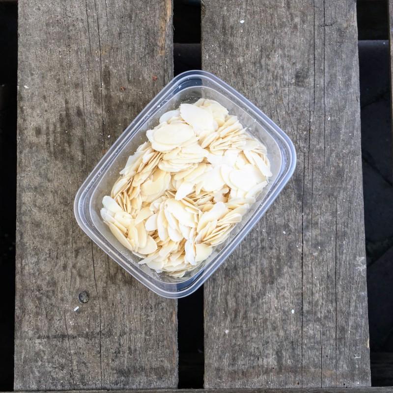 Bakken met amandelen Amandelschaafsel Verse gezonde noten